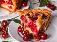 Пандишпанов кекс (сладкиш) с орехи и конфитюр от вишни